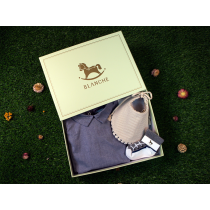 BLANCHE SELECT 夏季必備純棉禮盒組(內含純棉藍色有領包屁衣、 AVA 手工雙面用圍兜兜、帆布鞋造型襪子)
